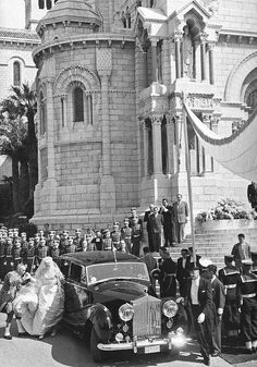 The religious wedding ceremony of Kelly  Prince Rainier took place on 19 April 1956 at the St. Nicholas Cathedral. The high mass was conducted by the Bishop of Monaco.