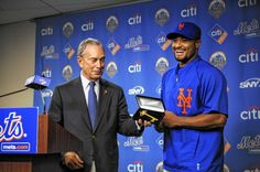 Johan Santana receives Key to the City from Mayor Bloomberg for throwing first no-hitter in Mets history.