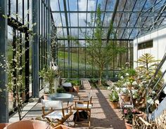 Reportage: De bor i et glashus Landscape Architecture, Landscape Design, Garden Design, Glass House Design, Glass Pavilion, Wooden Greenhouses, Home Greenhouse, House In Nature, Swedish House