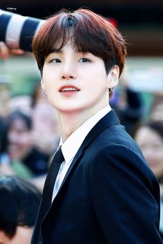 Find images and videos about kpop, bts and suga on We Heart It - the app to get lost in what you love. Bts Suga, Min Yoongi Bts, Bts Bangtan Boy, K Pop, Namjoon, Taehyung, Foto Bts, Daegu, Billboard Music Awards