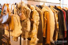 Bei Secondtouch findest du Taschen, Schuhe , Kleider und Assesoires von namhaften Designern! Designer, Louis Vuitton, Chanel Jacket, Armoire, Dime Bags, Louis Vuitton Monogram