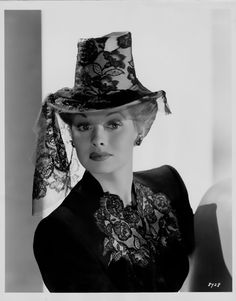 Another super hat - and Lucille Ball pre-I Love Lucy I Love Lucy, Vintage Hollywood, Classic Hollywood, Divas, Lucy And Ricky, Lucy Lucy, Lucille Ball Desi Arnaz, Rick Y, Hollywood Stars