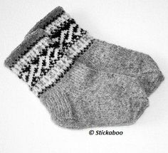 Ravelry: Helixsockor pattern by Eva Valaine - Stickaboo Knitting For Charity, Knitting For Kids, Knitting Socks, Free Knitting, Baby Knitting Patterns, Baby Boy Sweater, Baby Barn, Cozy Socks, Textiles