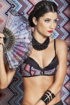 sutiã com recortes, renda e estampa/ bra with cutouts , lace and print