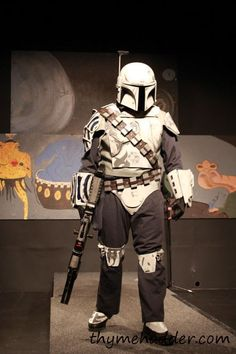 """This photo was not take by me By this is a pic of me Mando """"cosplay"""" DeAltus Allions Star Wars Sith, Star Wars Rpg, Clone Wars, Mandalorian Skull, Mandalorian Costume, Mercedes Wallpaper, Stealth Suit, Original Trilogy, Star Wars Baby"""