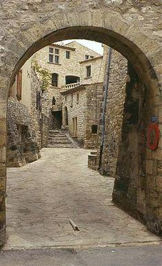 Vacheres, small village in Provence Destination Wedding Provence Un Grand Oui www.ungrandoui.com