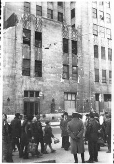 """""""Palatul Telefoanelor avariat in urma cutremurului. Bucuresti 7 martie 1977″ © Virgil Iordache"""