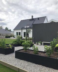 Outdoor Balcony, Balcony Garden, Outdoor Gardens, Raised Vegetable Gardens, Vegetable Garden Design, House Landscape, Garden Landscape Design, Pardee Homes, Back Garden Design