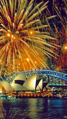 Learn to take great fireworks photos: http://trick-photography.org/trick-photography-book-review/