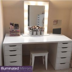 Sleek, sophisticated Hollywood perfection - could you keep your desk looking as gorgeous as @goldielocks_x on Instagram?   Hollywood Makeup Mirror   Makeup artist   Vanity Setup