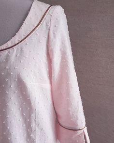 WIP... Futur patron... Envie de printemps #plumetis #passepoiladdict * #annarosepatterns #wip #workinprogress #blousepaule #chemisepaule #paulepattern #sewingaddict #sewingpattern #patroncouture #diyfashion #passepoil #fashionsewing #coutureaddict #details #couturemoderne #cousumain #faitmain #jecoudsdoncjesuis #jecoudscequejeporte #jeportecequejecouds