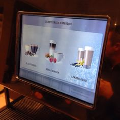 Touchscreen on the D.E Coffee Kitchen coffeemachine. #koffie