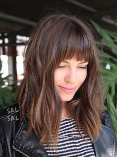 10 Fabulous Feathered Hairstyles For Long Straight Hair Looking for hairstyles popular in almost all age? Well, Feathered Hairstyles are the best solution you. You have plenty of styles to choose from some Feathered Hairstyles collections Long Bob Haircut With Bangs, Long Bob Haircuts, Straight Bangs, Lob Bangs, Fringe Haircut, Haircuts For Medium Length Hair With Bangs, Medium Length Hair Cuts With Bangs, Haircuts With Fringe, Short Fringe Hairstyles