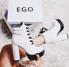 Image in Shoes 👠 collection by Zoé on We Heart It Fancy Shoes, Pretty Shoes, Beautiful Shoes, Cute Shoes, Me Too Shoes, High Heel Boots, Heeled Boots, Shoe Boots, Kawaii Shoes