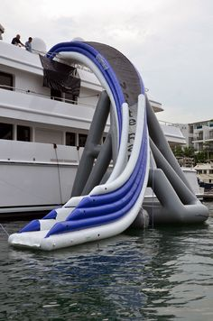 Buy an Inflatable Freestyle Cruiser Slide for your Boat or Yacht! Cool Water Slides, Objet Wtf, Lake Toys, Cool Pool Floats, My Pool, Boat Accessories, Dream Pools, Pool Toys, Floating In Water