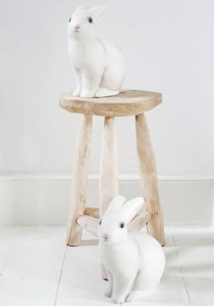 Rabbit lamp 50 pounds Material: molded resin, heat resistant • Dimensions: H 27cm
