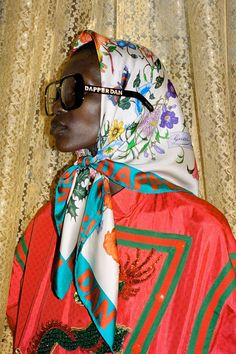Dapper Dan,' the name of the Harlem-based designer appears on silk printed scarf and square-shaped sunglasses from the Gucci-Dapper Dan collection. Fashion 60s, Gucci Fashion, Mode Country, Model Tips, Gucci Campaign, Head Scarf Tying, Photo Deco, Gucci Scarf, Fashion Editorials