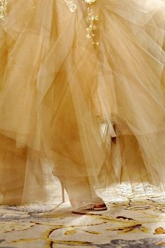 """notordinaryfashion: """"Marchesa S/S 2013 - Detail """" Disney Films, Walt Disney, Vintage Accessoires, The Cat Returns, Tale As Old As Time, Milk And Honey, Shades Of Yellow, Mellow Yellow, Pastel Yellow"""