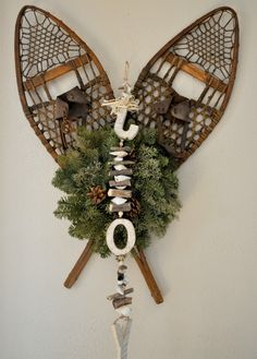 76 of the Best Outdoor Christmas Decoration Ideas Cabin Christmas, Woodland Christmas, Christmas Wood, Winter Christmas, All Things Christmas, Christmas Wreaths, Vintage Christmas, Christmas Ornaments, Christmas Ideas