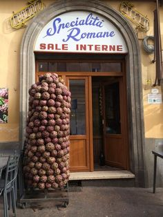 One of my favorite restaurants in Rome....Elizabeth Minchilli in Rome: the leaning tower of artichokes {rome}