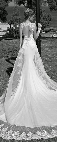 I love this dress! Possibly a future wedding gown! 2015 Wedding Dresses, Wedding Attire, Bridal Dresses, Wedding Gowns, Dresses 2014, Prom Gowns, Mode Inspiration, Wedding Inspiration, Mod Wedding