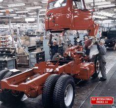1966 International FleetStar at the Fort Wayne Indiana Plant. Cool Trucks, Big Trucks, Pickup Trucks, Semi Trucks, International Pickup Truck, International Harvester Truck, Old Pickup, Antique Tractors, Heavy Machinery
