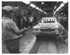 1973-Cadillac-Production-Record-Setter-Robert-Lund-Factory-Photo-ch6863