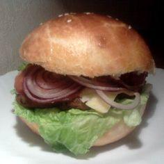 Egy finom Házi hamburger és hamburgerzsemle ebédre vagy vacsorára? Házi hamburger és hamburgerzsemle Receptek a Mindmegette.hu Recept gyűjteményében! Ciabatta, Hot Dogs, Chicken, Ethnic Recipes, Food, Essen, Meals, Yemek, Eten