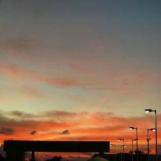 O belo nascer do sol registrado hoje em Belo Horizonte pelas lentes do fotografo do Estado de Minas Gladyston Rodrigues! @gladyston_rodrigues #BeloHorizonte #BH #EstadoDeMinas #PaisagensDeBH by emimagem