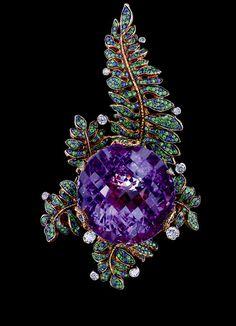 Jewellery Theatre: Jewellery Fairy-Tales Pendant, 18K Yellow Gold.  10 diamonds, 285 sapphires, 672 tsavorits, 1 amethyst.