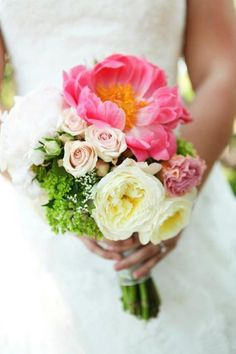 brides bouquet- Bloom by Ashley Minneapolis. Garden roses, coral peonies, spray roses photo: Debra O Photography