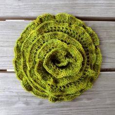 L'Écharpe roquette est un foulard léger de luxe qui peut être porté en tout temps de l'année et rappelle légumes-feuilles frais.