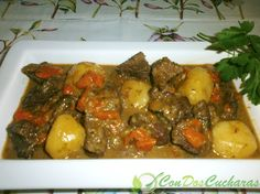 Estofado de ternera con patatas | ConDosCucharas.com Quick Recipes, Beef Recipes, Prime Rib, Easy Cooking, Pot Roast, Chowder, Stew, Homemade, Meat