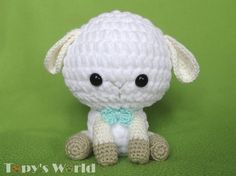 A cute lamb was born in the Topy family. I rethought Stephanie Lau's adorable lamb with a kind of chenille (plush) yarn, and this is the result. You can see my version of the pattern below.    I am simply not able to work with the yarn which is needed to Stephanie's lamb, because I can not see the...