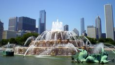 In the center of Grant Park, Chicago, Buckingham Fountain is a must see attraction for those visiting the Windy City. Chicago Loop, Chicago Usa, Chicago Travel, Chicago Illinois, Chicago Nightlife, Attraction, Wisconsin, Michigan, Buckingham Fountain
