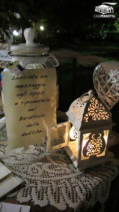 Dettaglio tavolo delle dediche per gli sposi