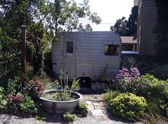Cozy Canadian Cottage: Garden Inspiration...cute tiny trailer