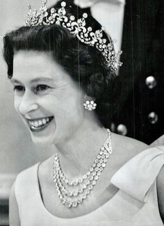 Queen Elizabeth II wearing her crown jewels during her time in Canada in 1967 [Toronto Star via Getty Images] English Royal Family, British Royal Families, British Family, Royal Queen, Queen Mary, Royal Jewels, Crown Jewels, Commonwealth, Young Queen Elizabeth