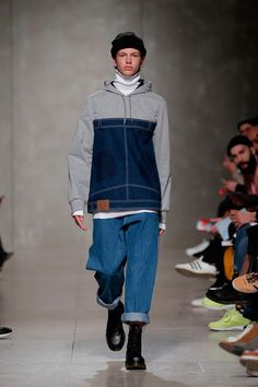 Tânia Nicole showed her Fall/Winter 2016 collection at Sangue Novo, during ModaLisboa. The starting point of this collection was the work of the British artist Alex Chinneck who specializes in architectural installations featuring optical illusions.