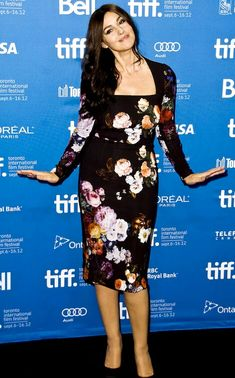 Monica Bellucci at Toronto International Film Festival Floral dress by Dolce Monica Bellucci Photo, Monica Belluci, Wimbledon Dress Code, Caroline Issa, Toronto Film Festival, Structured Dress, Hollywood Fashion, Hollywood Actresses, Heather Graham