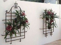 J                                                                                                                                                                                 Más Garden Art, Plant Wall, Wrought Iron Decor, Wall Decor, Garden Wall Decor, Wrought Iron Gates, Outdoor Walls, Plant Holders, Garden Projects