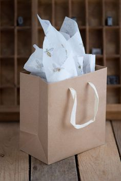 Recycled kraft paper gift bag with cream handles paired with lovely patterned honey bee tissue paper. A quick note: If you've ordered a gift bag and your shipping address is different than your billin