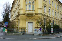 Rosenberggasse 1: Einst ein Greißler für die Nahversorgung, dann Hi-Fi für höchste Töne, heute geschlossen. Portal, Display, Graz