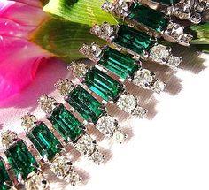 Beautiful Vintage faux emerald Kramer bracelet !!