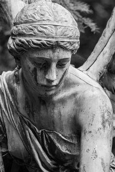 Cemetery Statues, Cemetery Art, Angel Statues, Greek Statues, Georges Braque, Wow Art, Gothic Art, Renaissance Art, Magazine Art