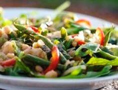 Drieboneslaai op jong slaaiblaartjies Human Dignity, Vegetable Recipes, Green Beans, Yummy Food, Vegetables, Delicious Food, Veggies, Veggies
