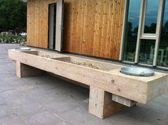 Zand water tafel van steigerhout.