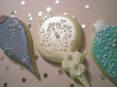 christmas bauble cookies #CakeDecorating #BeautifullyDecoratedCookies We love these!