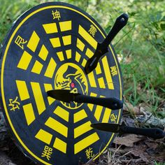 Every great knife thrower needs a great target board. Replace that tired old rec room dart board with one of these dragon adorned beauties! Throwing Knife Target, Knife Throwing, Airsoft Sniper, Yellow Dragon, Ninja Star, Hand To Hand Combat, Shuriken, Bushcraft Knives, Dart Board