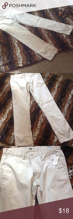 Men's Old Navy lightweight tan pants in 32/34 Old Navy men's pants in size 32 waist 34 length. Very light and comfortable. NWT, from a smoke free home. Pants Chinos & Khakis